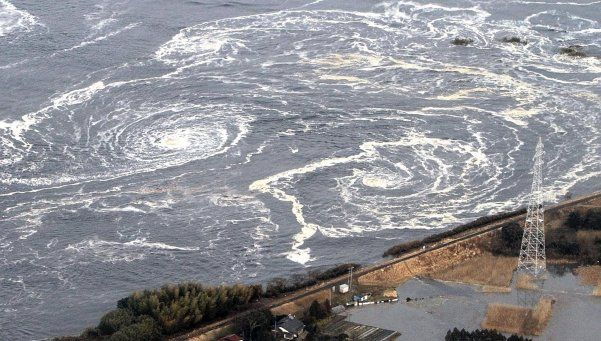 Fuerte sismo sacudió El Salvador y temen por un tsunami