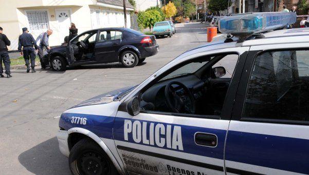 Familiares de mujer asesinada en Moreno acusan a policía