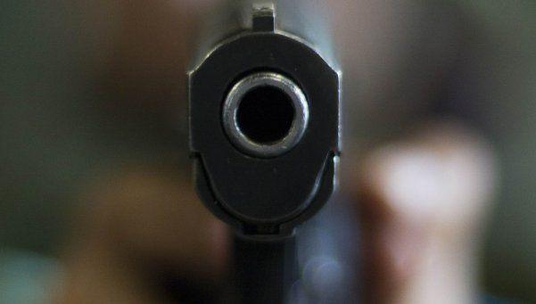 Se quiso sacar una foto con un arma y murió baleada