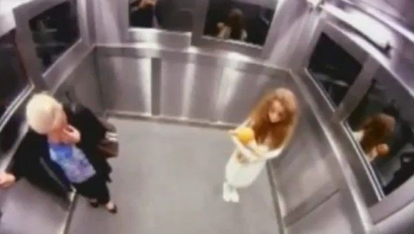 El video de la niña fantasma en el ascensor que recorre el mundo
