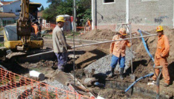 Avanzan obras cloacales en Esteban Echeverría