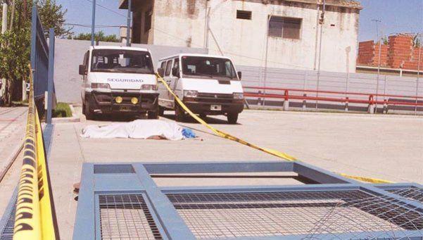 Mujer murió aplastada por un portón eléctrico