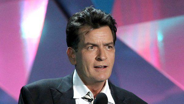 Charlie Sheen anunciaría hoy que lucha contra el SIDA