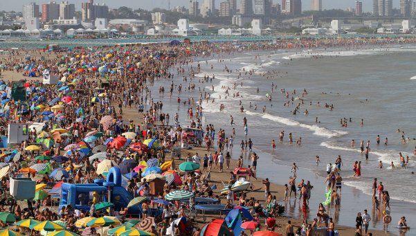 Mar del Plata: aumenta un 20% el alquiler de carpas y sombrillas