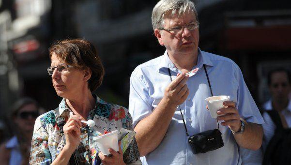 Para fomentar el turismo, devolverán IVA a extranjeros