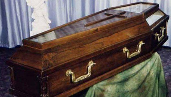 El misterio del muerto que golpeaba su cajón