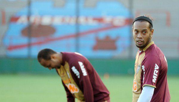 Arsenal de Sarandí tuvo un invitado de lujo: Ronaldinho