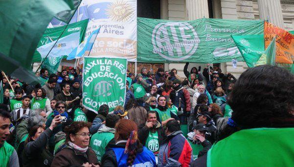 Estatales exigen adelantar las paritarias 2014