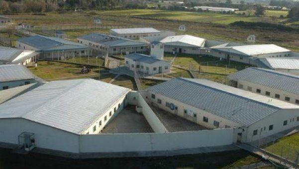 Otra fuga de presos: treparon el alambrado y se escaparon