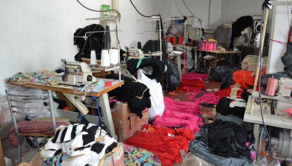 """Detectan """"esclavitud"""" en dos talleres textiles porteños"""