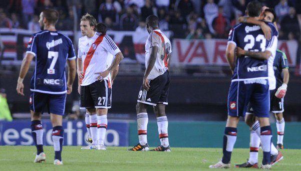 River perdió dos puntos ante Quilmes y se alejó de la cima