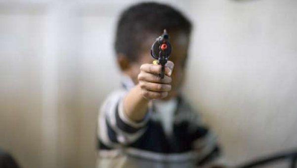 Nene de 4 años jugaba con el arma de su padre y se mató