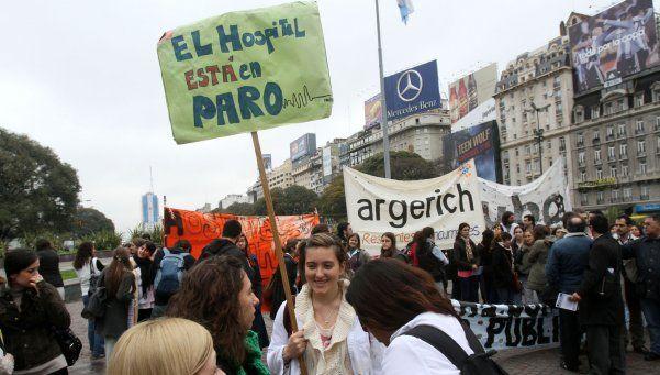 Médicos bonaerenses aceptan propuesta salarial y levantan el paro