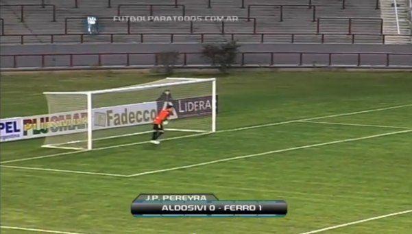Ferro le ganó a Aldosivi con el gol más tonto del año