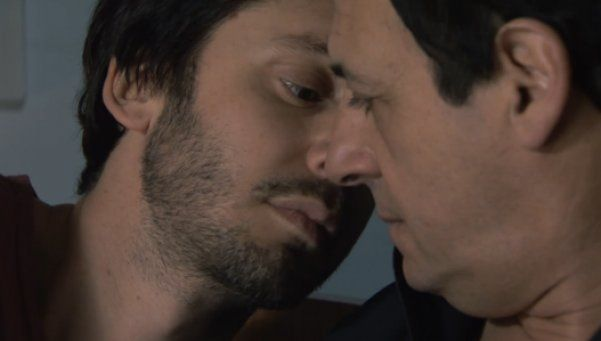 El primer beso de Vicuña y Chávez en Farsantes