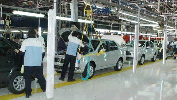 La producción automotriz cayó un 25% en febrero