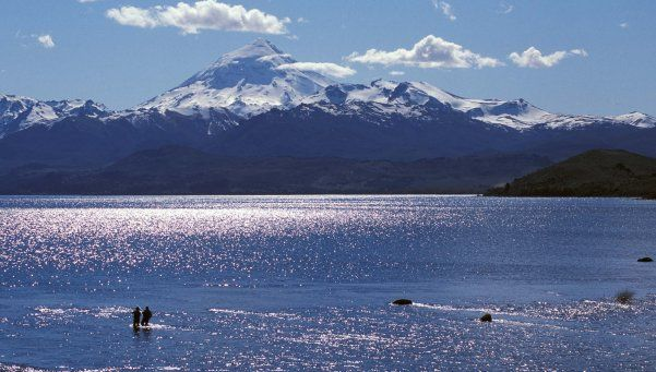 Un muerto y tres heridos graves por avalancha en el volcán Lanín