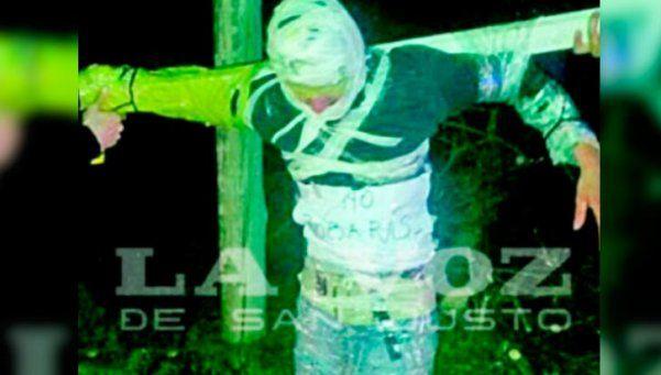 """Seis años de cárcel para comisario por """"crucificar"""" a un preso"""