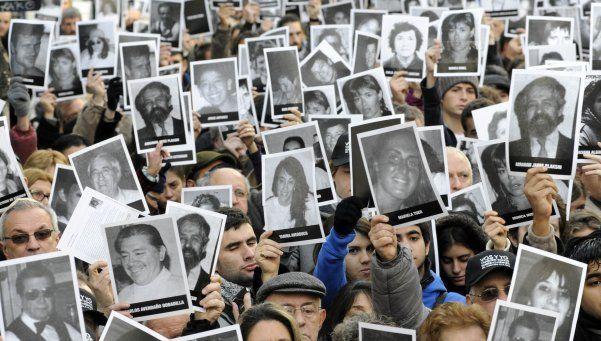 Revelan que ex SIDE espiaba a testigos del atentado a la AMIA