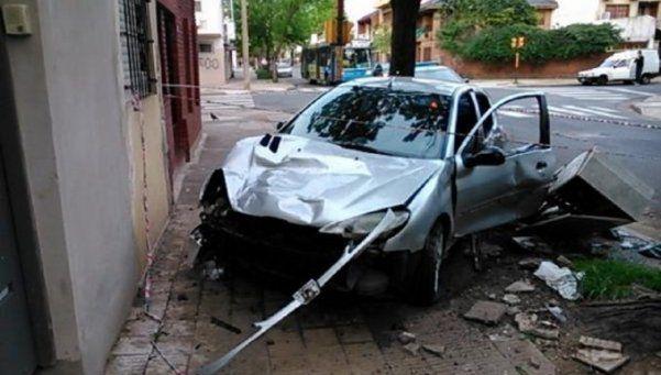 Panamericana: un herido por choque de un auto contra poste de luz