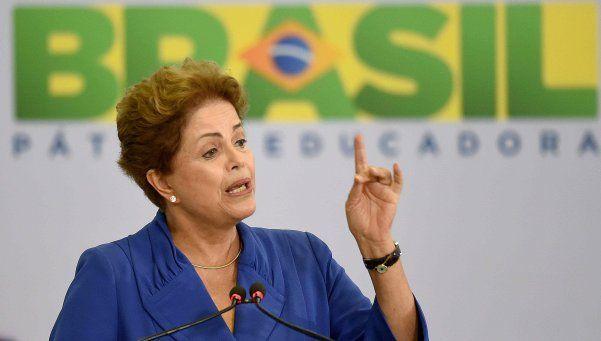 Dilma acusa golpe contra la democracia y asegura: Nunca renunciaré