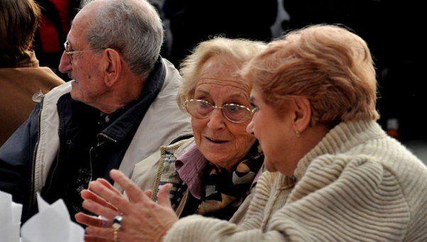 Argentina:  hay 2,1 millones de mujeres mayores