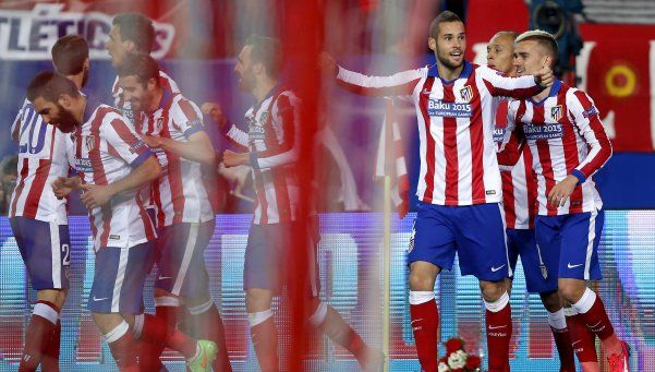 El Atlético del Cholo ganó y alcanzó al Barcelona en la cima