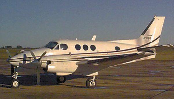 Chocaron dos avionetas: tres muertos y un herido