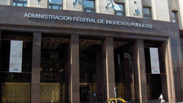 AFIP redujo a $3.000 por mes la devolución por compras en dólares
