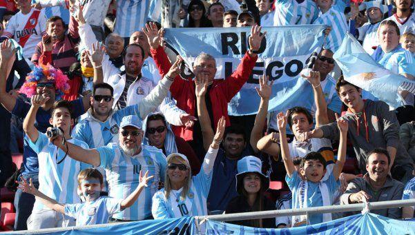 FIFA sancionó a Argentina por cantos racistas de los hinchas
