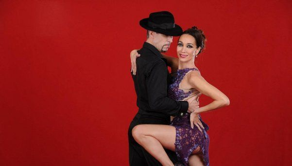 ¡Una caradura! Mora Godoy sacó a bailar a un intendente en su show