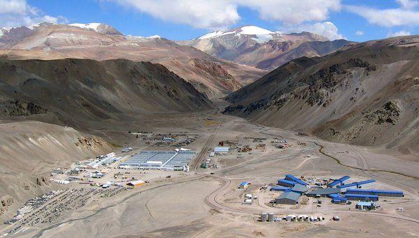 Millonaria multa a la minera Barrick por derrame de cianuro
