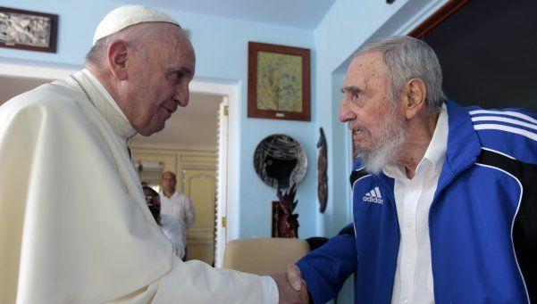 El Papa le envió un telegrama de condolencias a Raúl Castro
