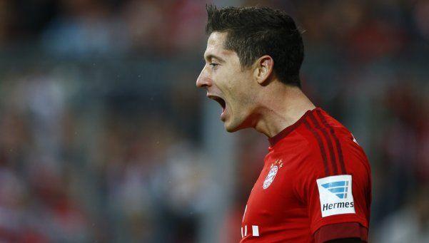 Bayern aplastó al Stuttgart y se escapa en la punta