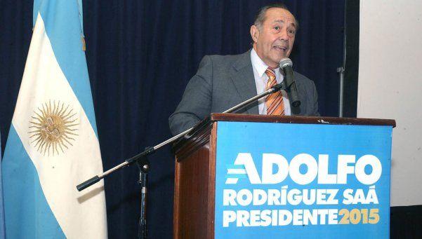 Rodríguez Saá espera reunirse con Scioli y Macri para definir su apoyo