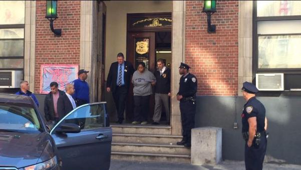 Una mujer tiró a su hija de 6 meses por la ventana