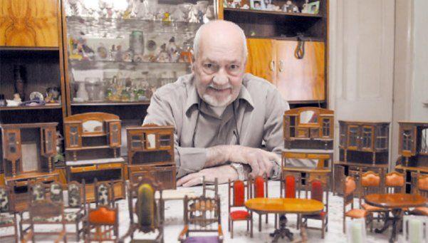 A Adolfo, las miniaturas en madera lo hicieron un grande