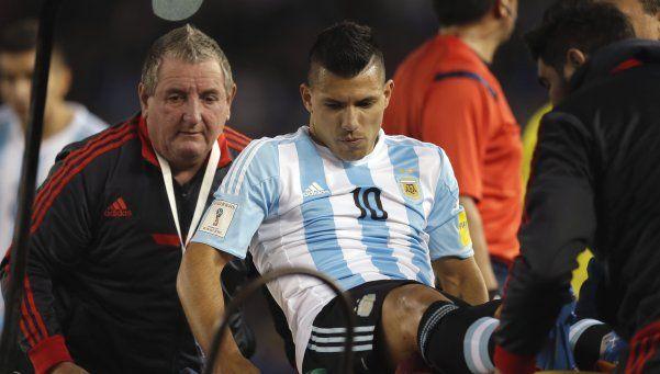 Agüero, baja por un mes, no podrá jugar ante Brasil