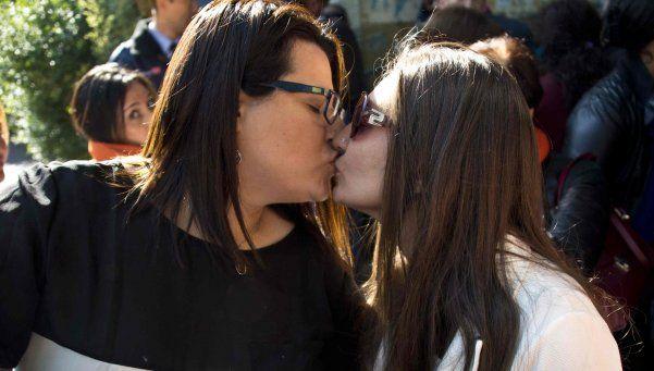 Homosexuales tienen unión civil en Chile