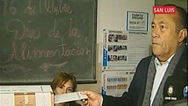 Rodríguez Saá inauguró la jornada electoral para los presidenciales