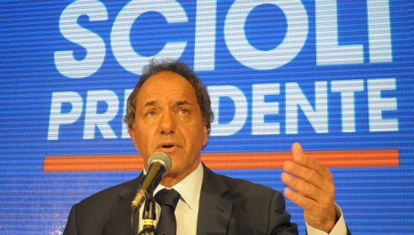 Scioli llamó a Macri a debatir y les hizo un guiño a los votantes de Massa