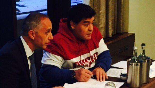Maradona firmó contrato para ayudar a los chicos del mundo