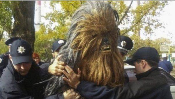 Ucrania: detuvieron a Chewbacca en plena calle
