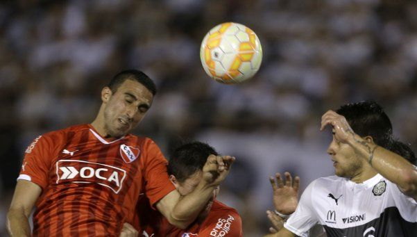 La CONMEBOL sancionó al Rojo por usar bengalas