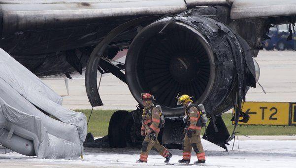Pánico por incendio en avión que estaba por despegar en Miami