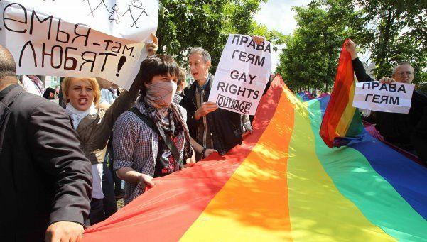 Rusia: proponen multar a quien exprese su homosexualidad