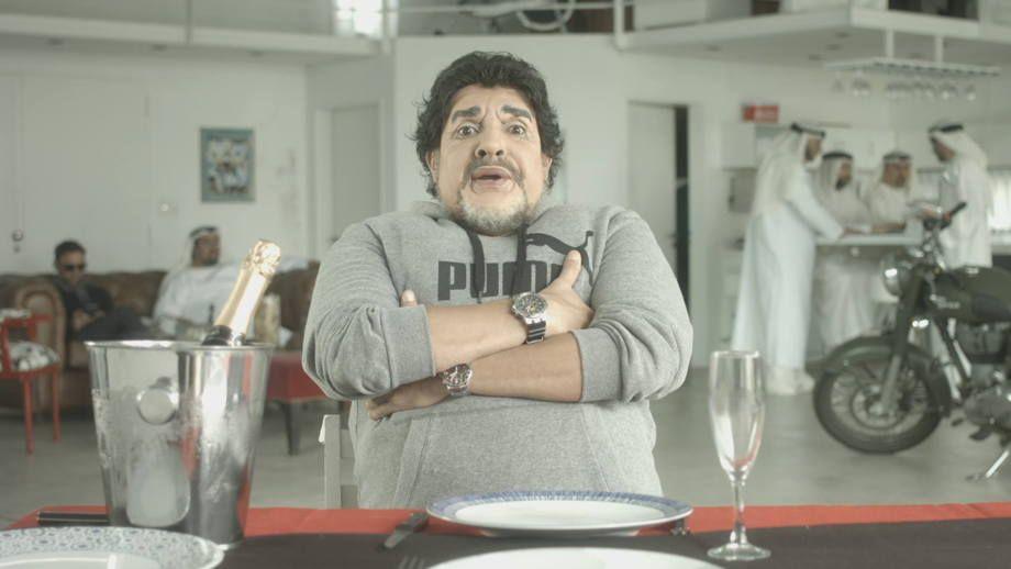 Bossi y una genial imitación de Maradona
