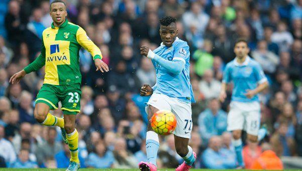 Con gol de Otamendi, el City ganó y se mantuvo puntero ante el Norwich