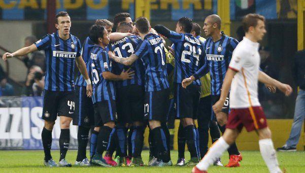 Inter bajó a la Roma y se quedó con el liderazgo