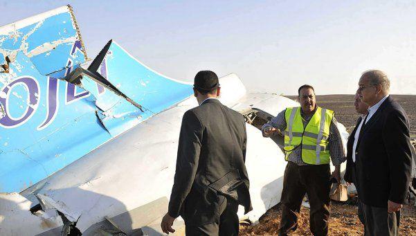 Avión ruso caído en Egipto no recibió ningún impacto externo